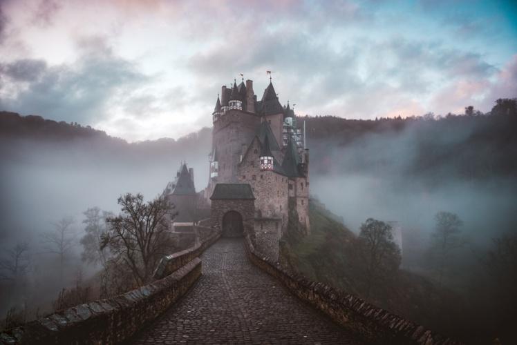 Los Siete Caminantes y el Castillo de la Niebla